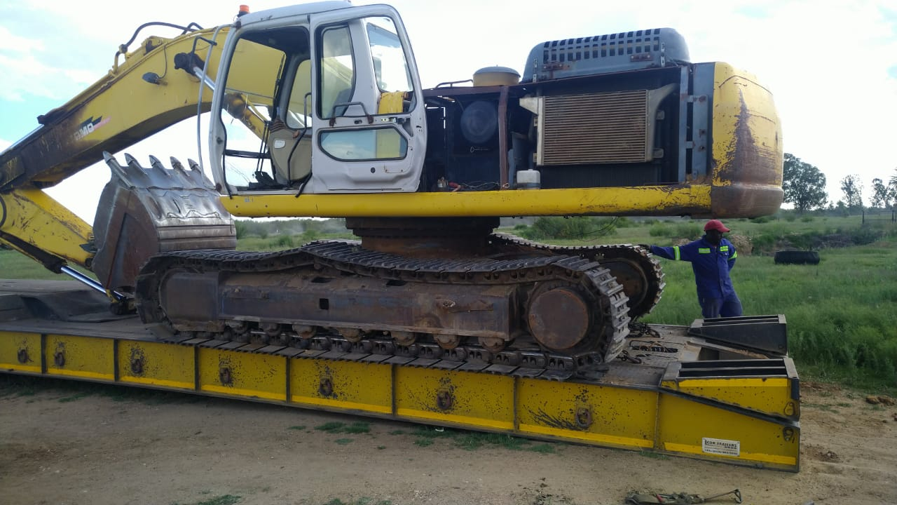 Stripping a Sumitomo SH300 Hydraulic excavator for spares