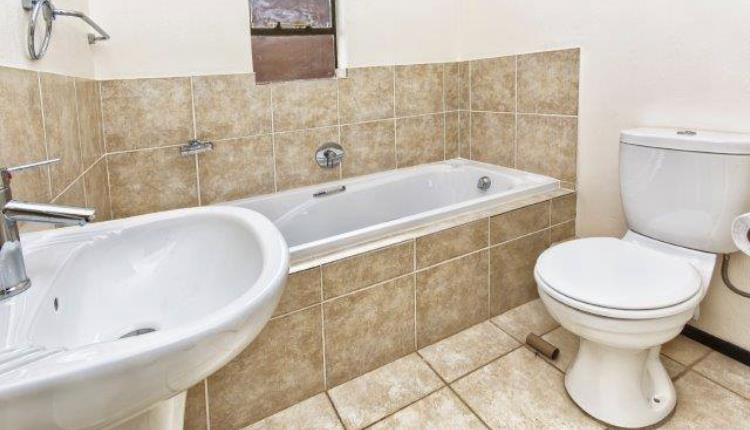 Townhouse Rental Monthly in Protea Glen