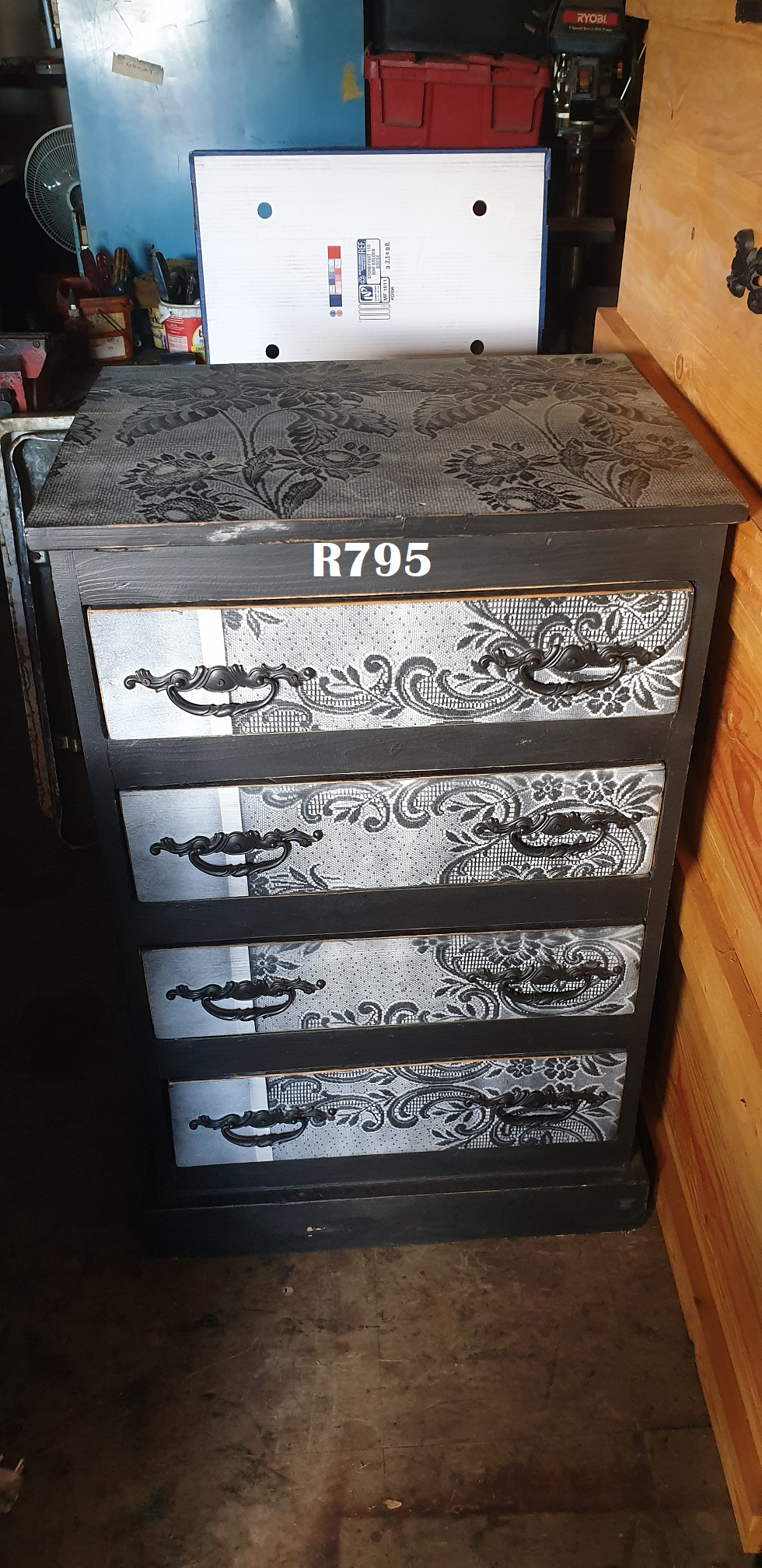 Black Crystal Chest of Drawers (640x520x1000)