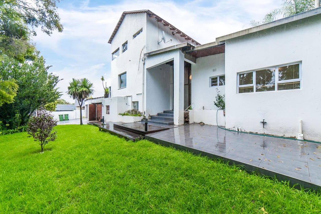 Large and tastefully decorated house with 4 bedroom and bathrooms