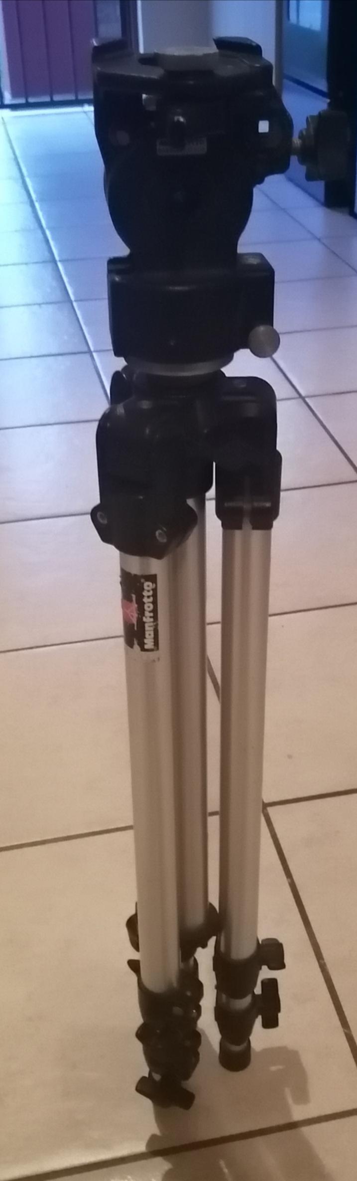 Manfrotto 136 pro Head & Manfrotto Aluminium tripod legs
