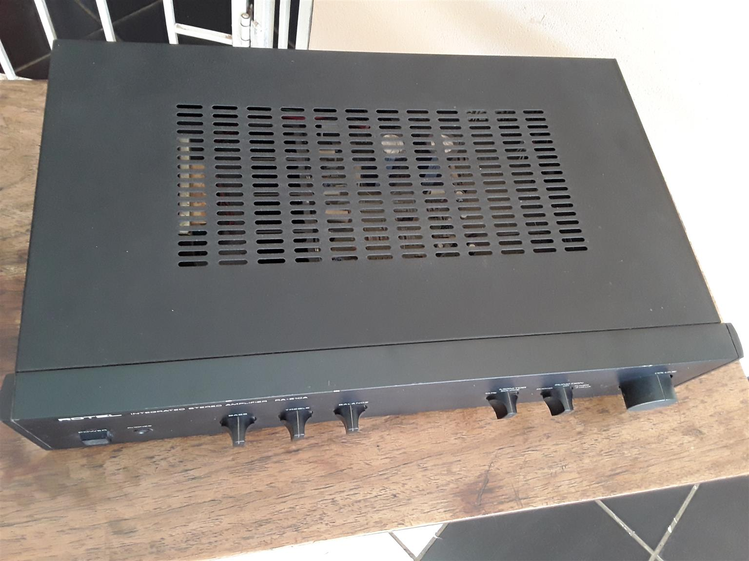 Rotel Integrated Stereo Amplifier RA 810A