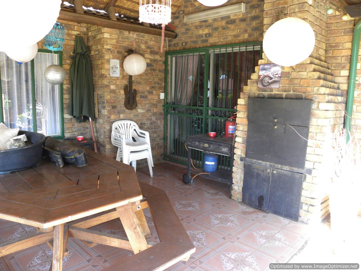 STUNNING 3 BEDROOM HOUSE WITH FLATLET AND POOL FOR SALE IN DOORNPOORT