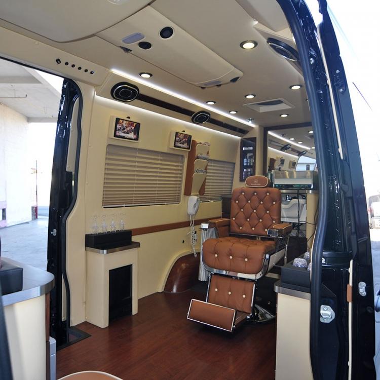 Mobile Barber/ Salon Shop