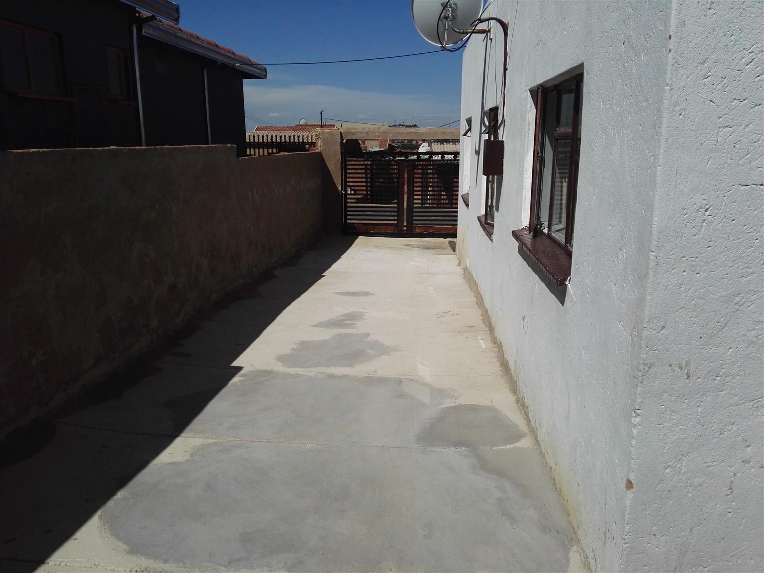 Outside Back Rooms to let in Atteridgeville