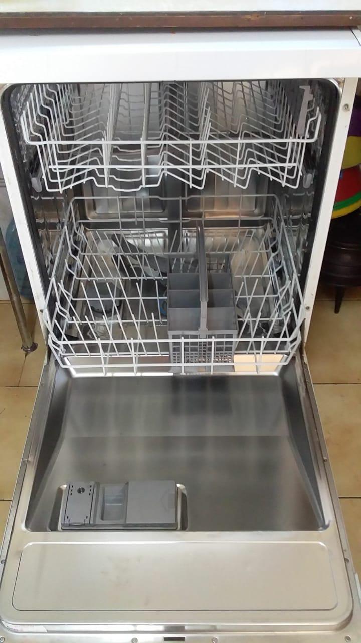 Bosch dishwasher machine urgent sale