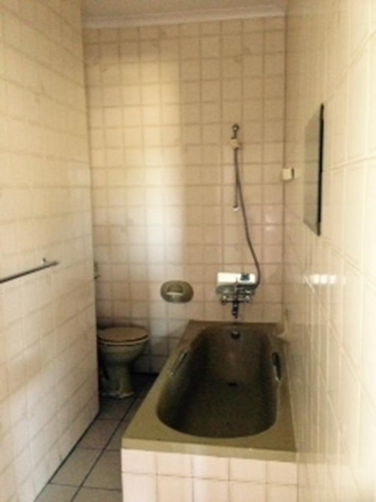 Ref: VN7: Ground Floor , 2 bedroom with BIC, Kitchen; lounge, 2 bathrooms; carport; garden