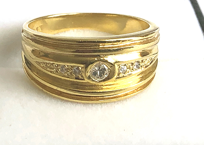 9 ct SOLID YELLOW GOLD DIAMOND RING, BROAD CLUSTER GENUINE DIAMOND .15 ct 9 ct SOLID YELLOW GOLD DI