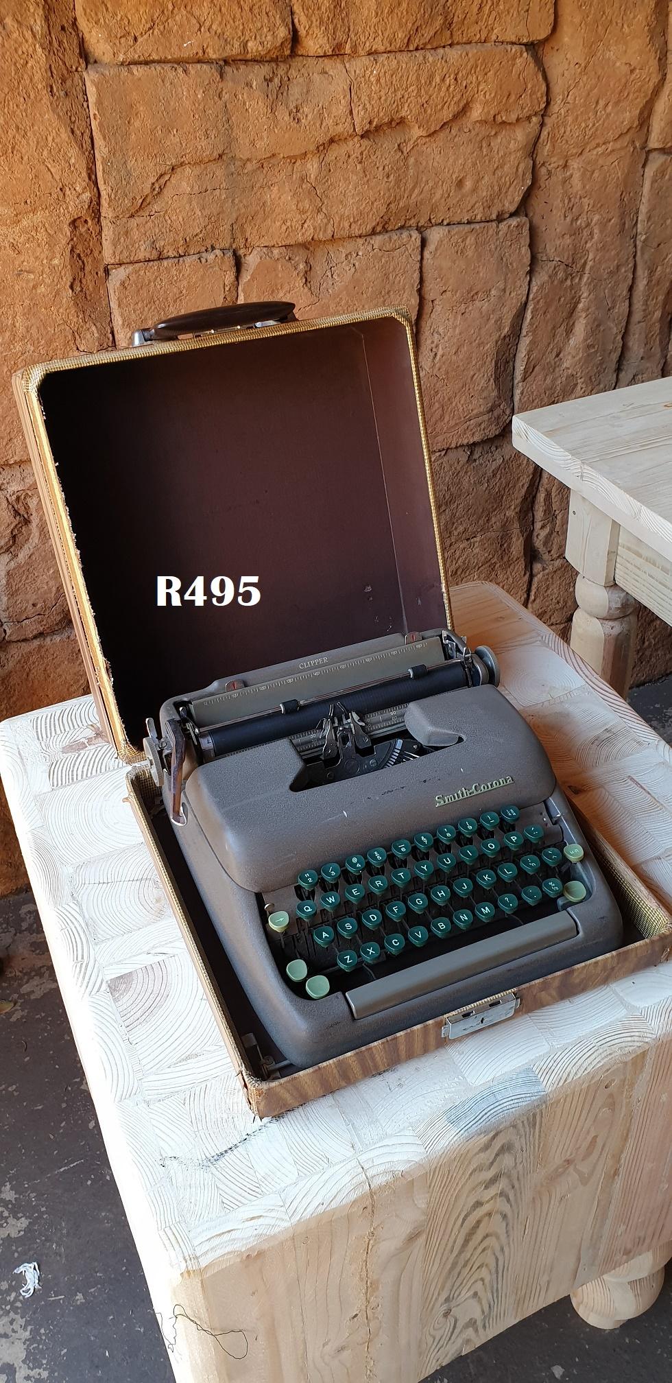 Vintage Smith-Corona Typewriter in Case