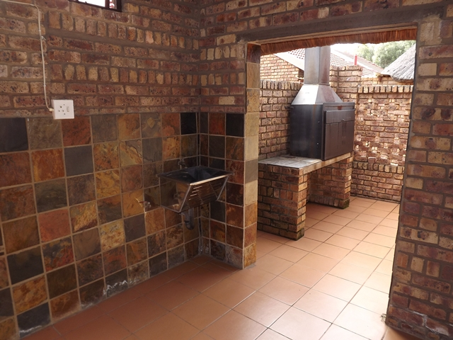 Town House For Sale in Garsfontein