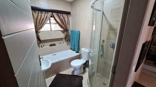 Perfect starter, 2-bedroom modern townhouse for sale in Waverley Square, Pretoria East
