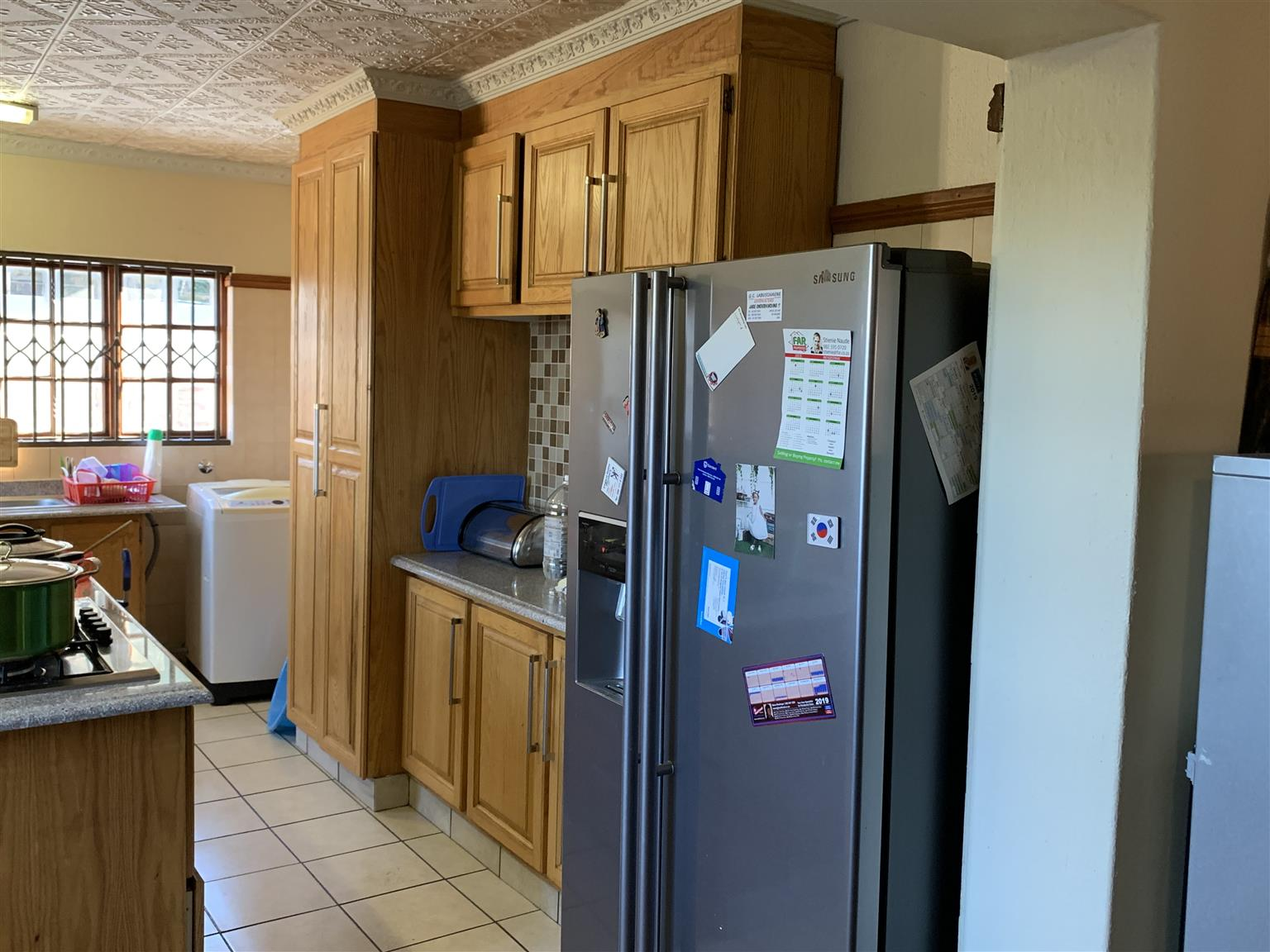 For rent: Stunning 5 bedroom , 3 bathroom home within 850m from Menlyn Shopping Mall and 1,2Km from Time Square. Easy access to N1, N4 and R21. In the vicinity of best schools and Varsity College and University of Pretoria.