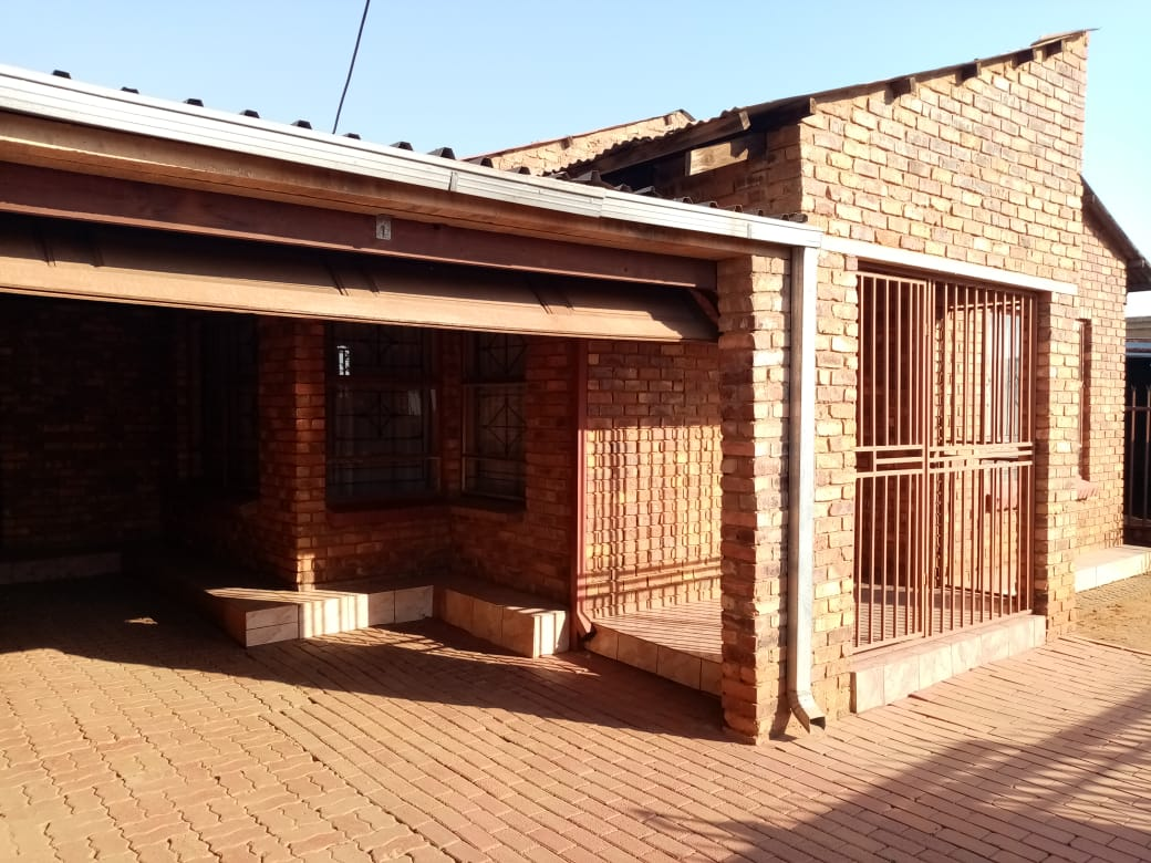 3 BEDROOMS HOUSE FOR SALE MAMELODI EXT 5 R550 000.00 CALL SOPHY @ 0760813571 FOR MORE INFO