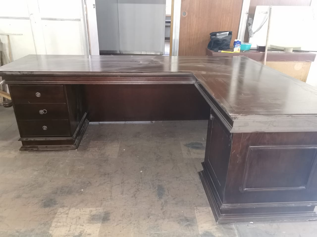 Executive L shaped office desk....in mohogany...1650x2300 Height is 700