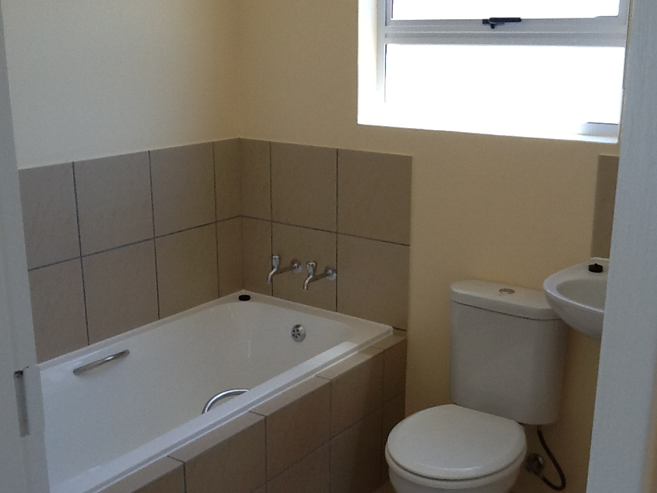 REDUCED rent and one month deposit for 2 bedroom semi-detached house, Bella Donna Estate