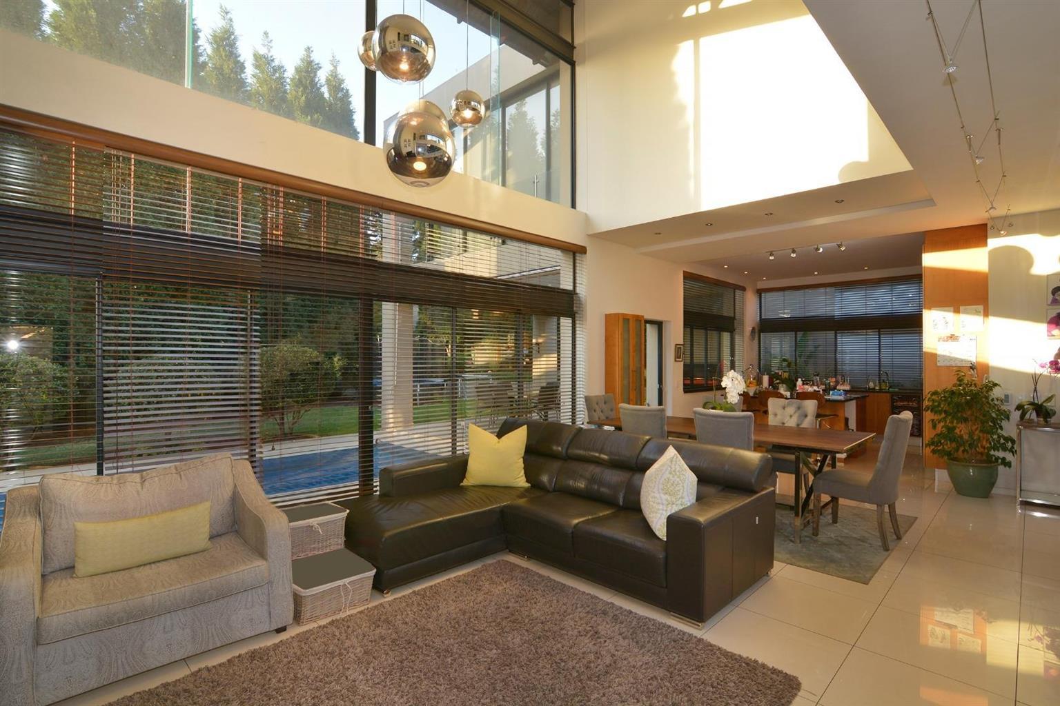 Cluster Rental Monthly in Benmore Gardens