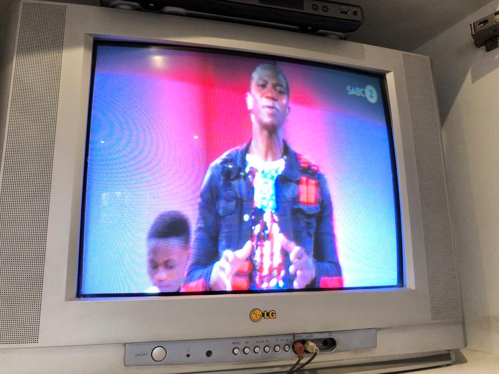 LG 54cm TV with remote control - in good working order