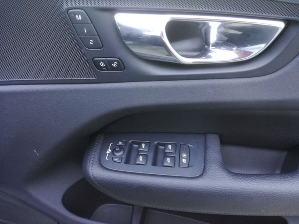 2019 Volvo XC60 T5 MOMENTUM GEARTRONIC AWD