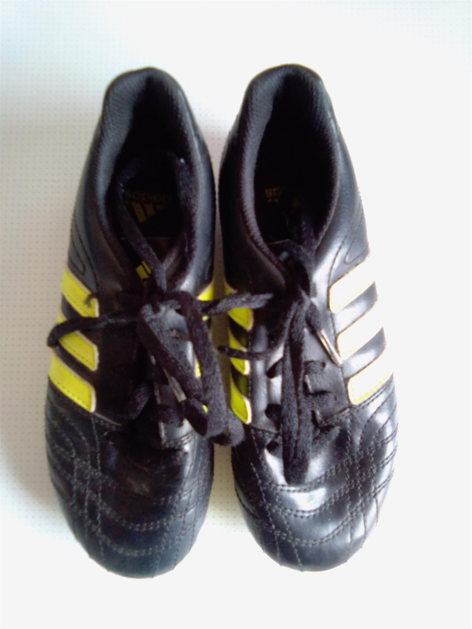 Soccer Shoes Adidas. As good as new.