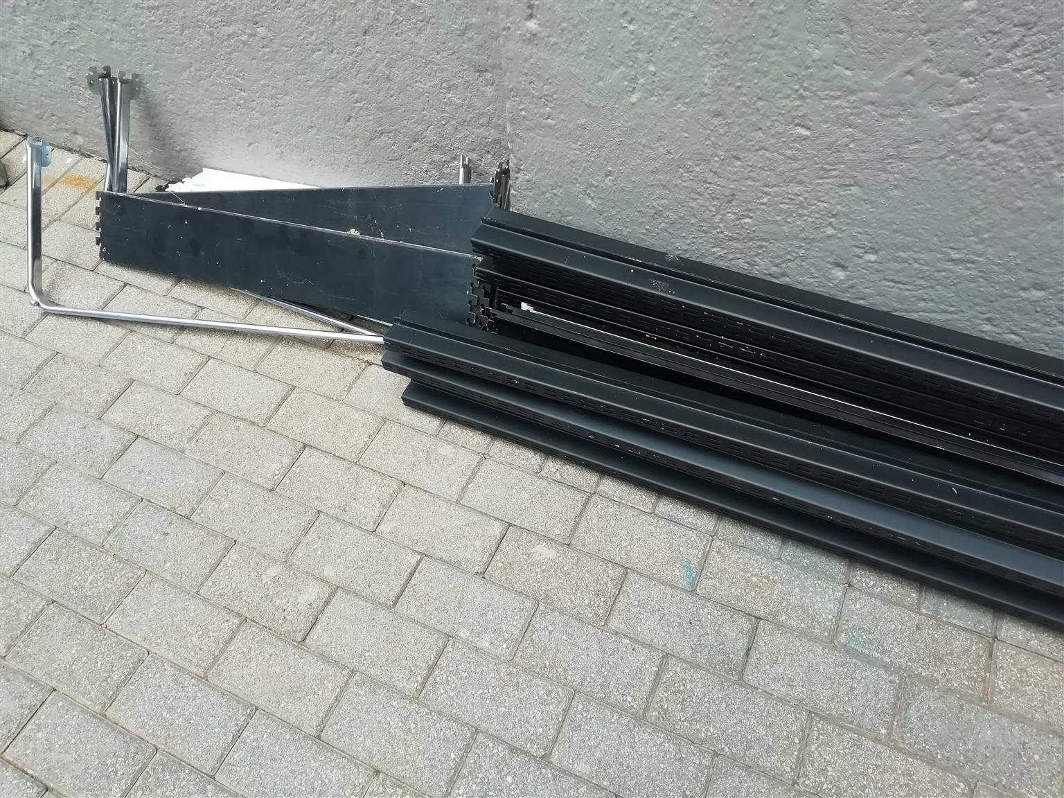 Gondola uprights for shelving