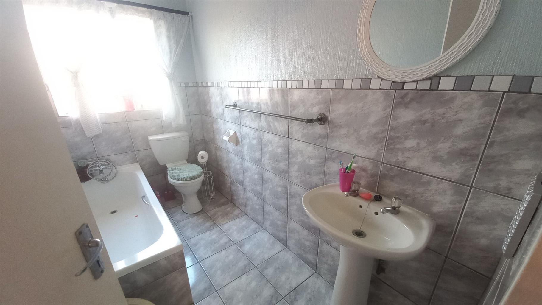 Apartment For Sale in DIE HOEWES