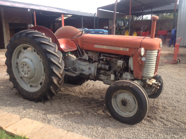 Red Massey Ferguson (MF) 65 35kW/50Hp 2x4