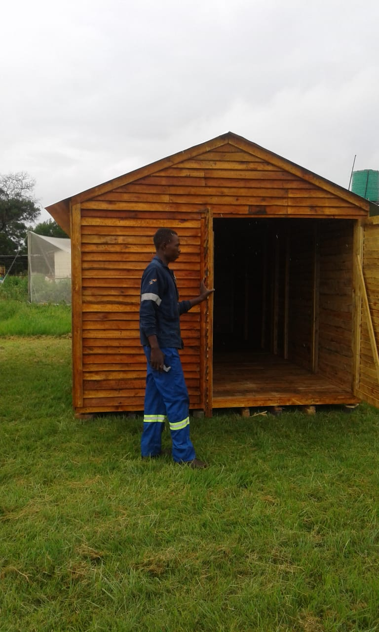 Abbc wendys with pallet wood, new wood, knotty pine and log cabin - 3x4m