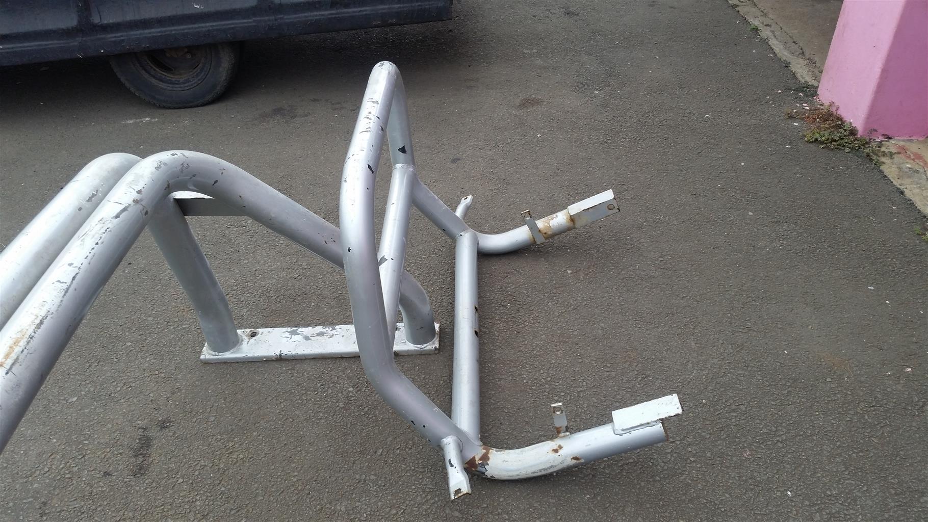 Nissan hardbody d/c nudge bar and rollbar