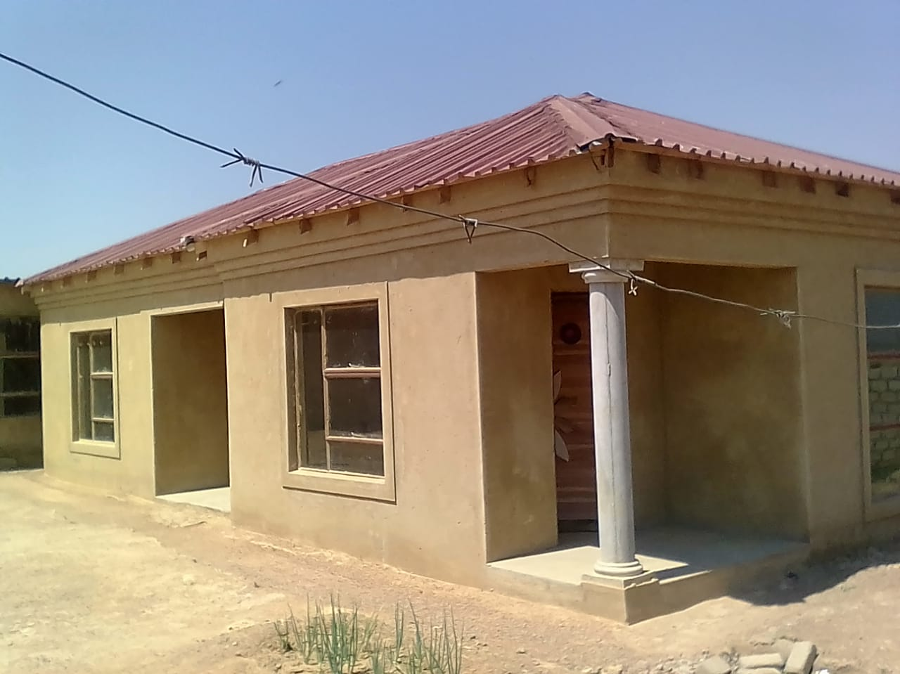 2 BEDROOMS HOUSE WITH 7 OUTSIDE ROOMS FOR SALE R250 000.00 CALL ALBERT @ 0712379208 FOR MORE INFO