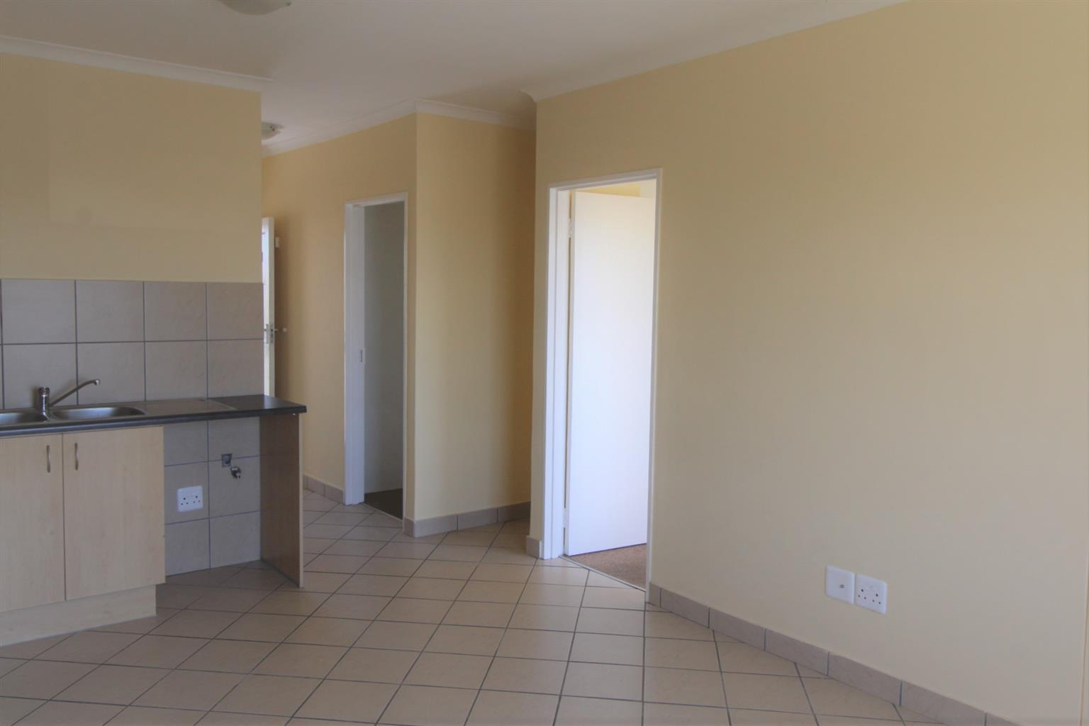 Sharing 2 bedroom apartment