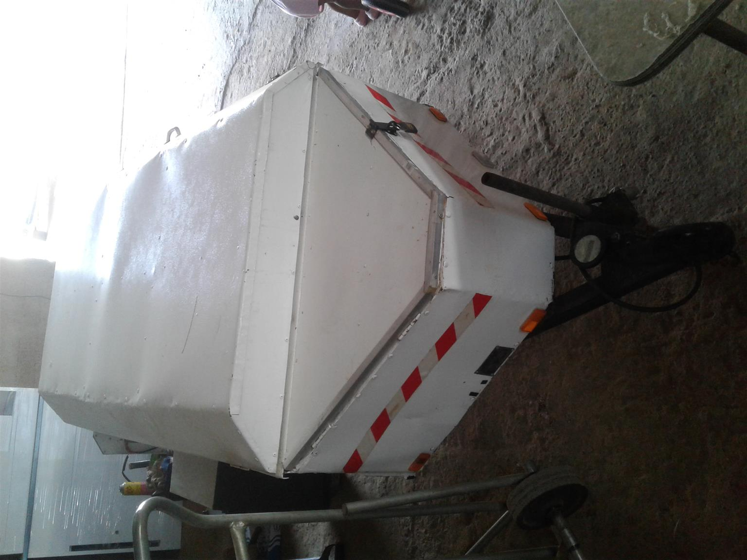 XLT HOLIDAY LUGGAGE TRAILER  GOOD CONDITION WITH PAPERS & LICENCE DISC TILL NOV 2020