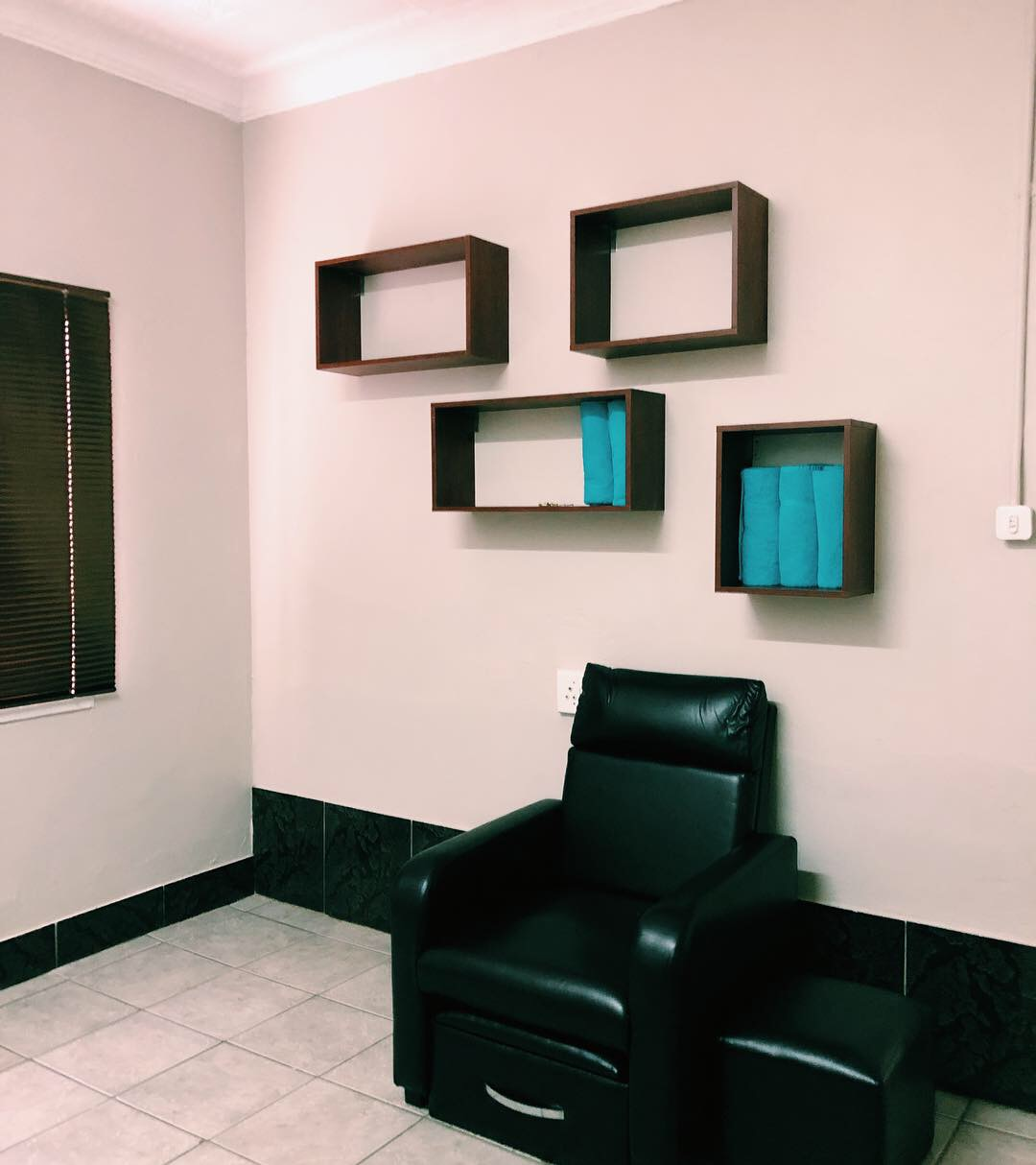 RENT A CHAIR IN A BEAUTY SALON