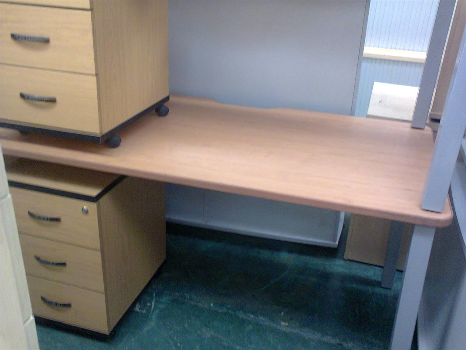 Office Desks And Chairs For The Home