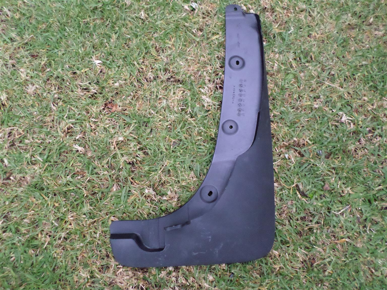 2005 TOYOTA RAV4 MUDGUARD RIGHT FRONT FOR SALE. BRAND NEW