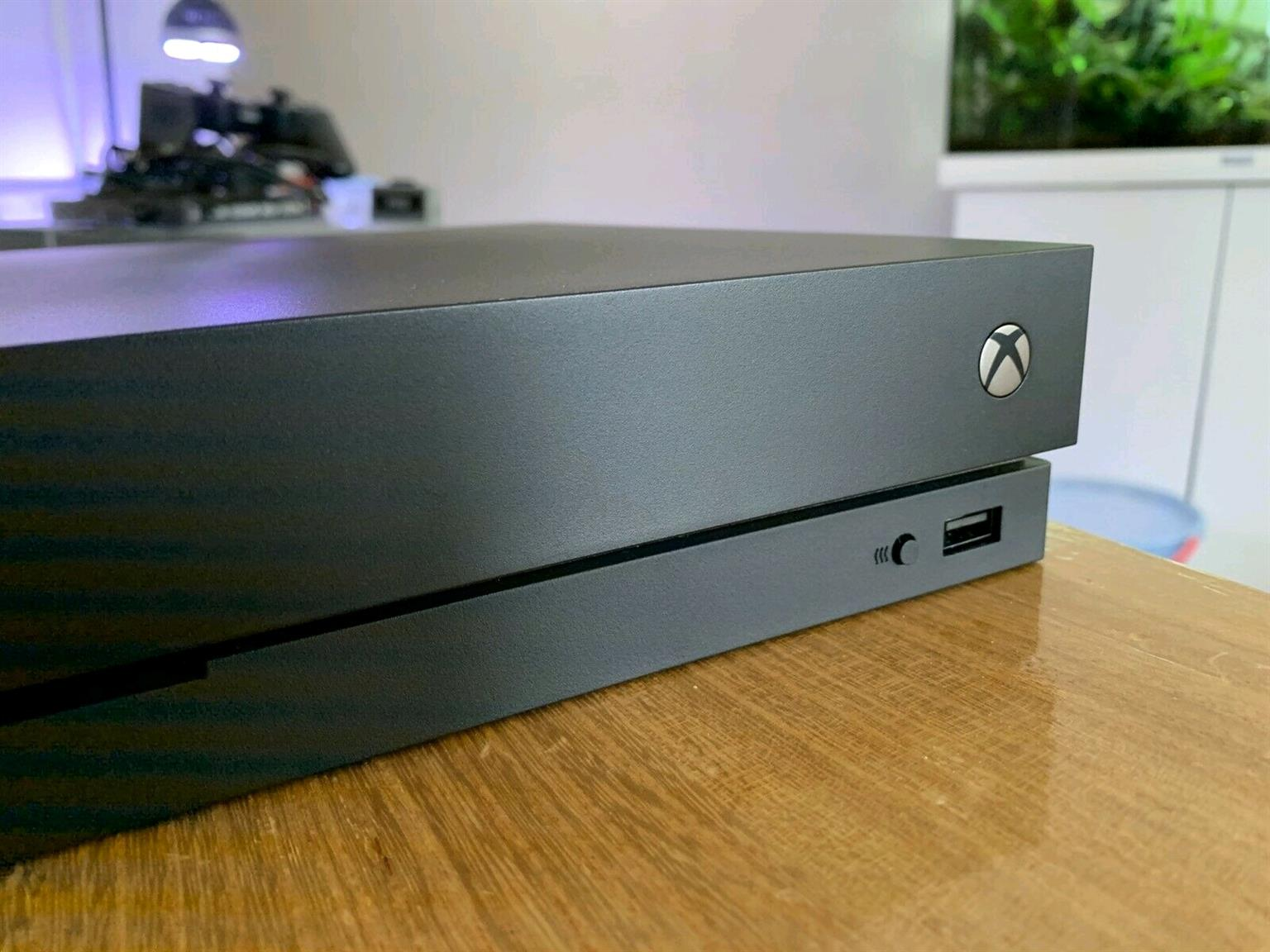 Xbox one x 1tb console includes all cables and 1 wireless control