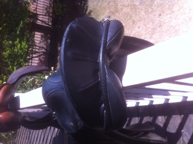 SADDLERY - Half pad sheepskin numnah, M, used, R500