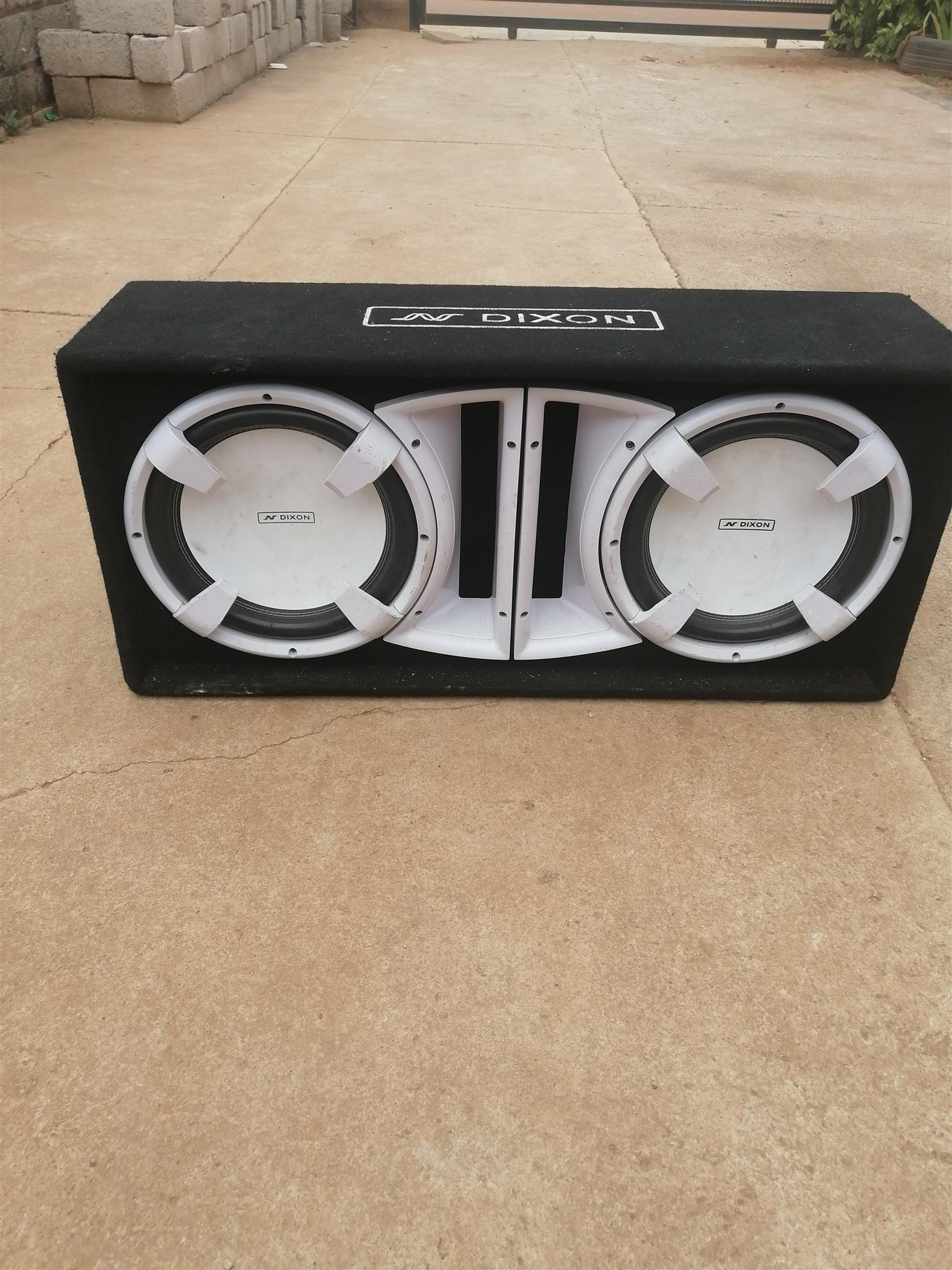 Double subwoofer in good condition for sale