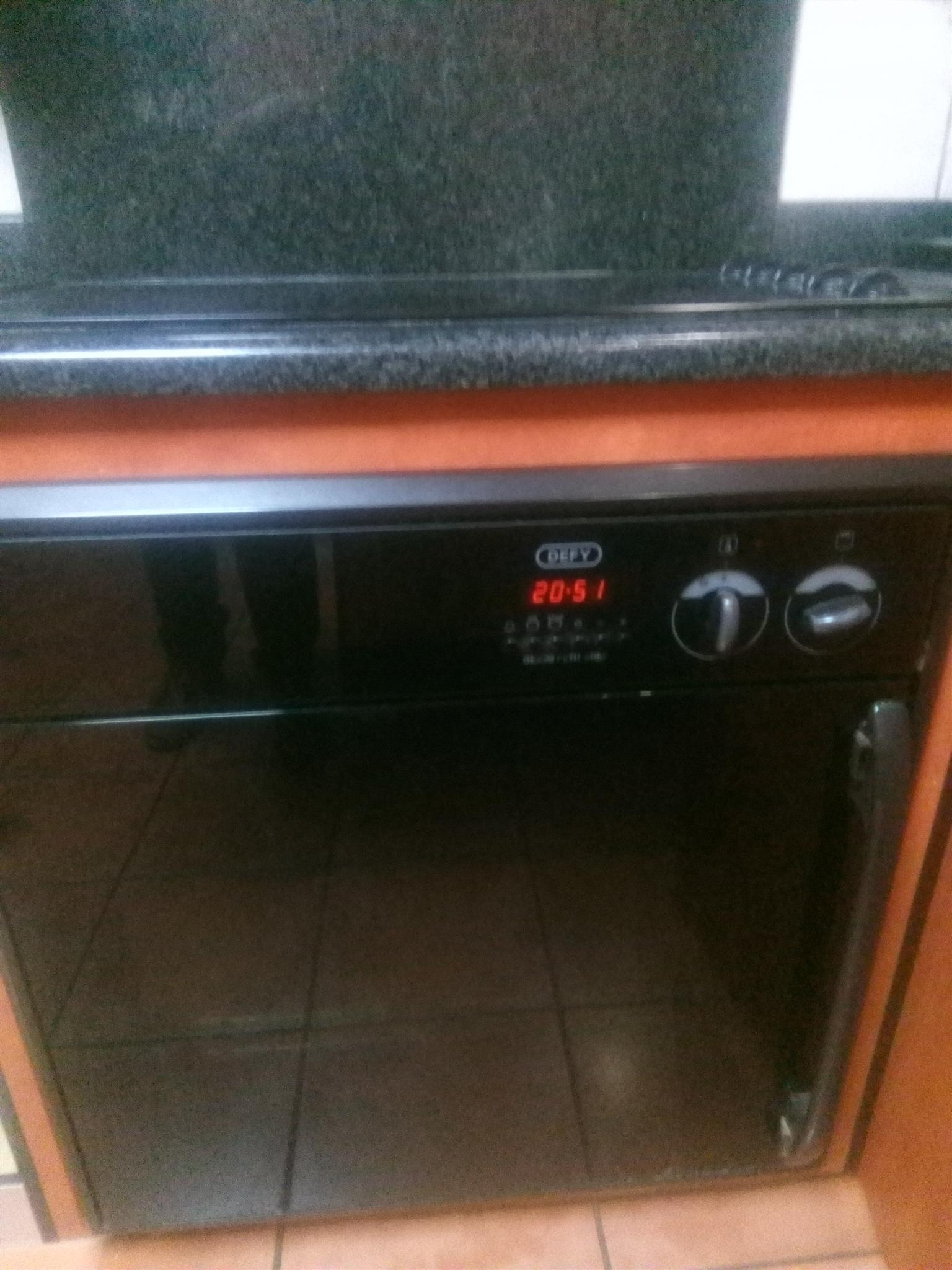 Defy oven plus a glass top defy plate plus a defy hob all for R2000 or nearest cash offer