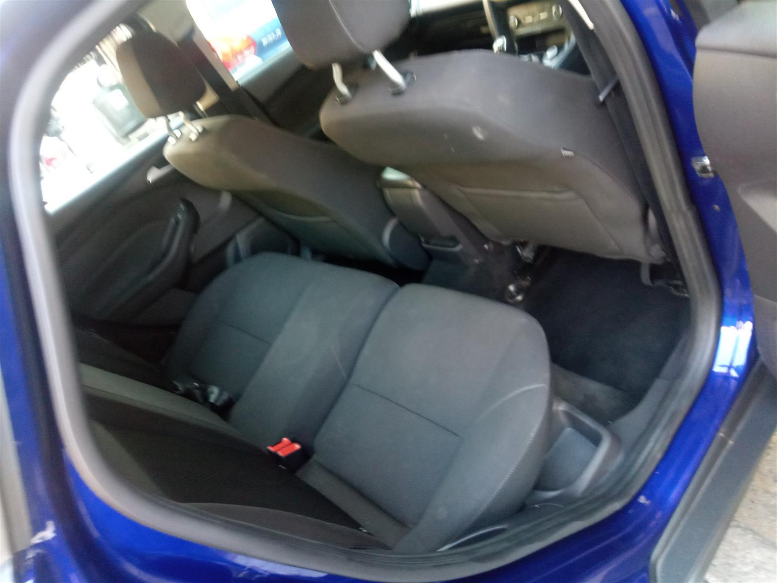 2016 Ford Focus sedan 1.0T Ambiente