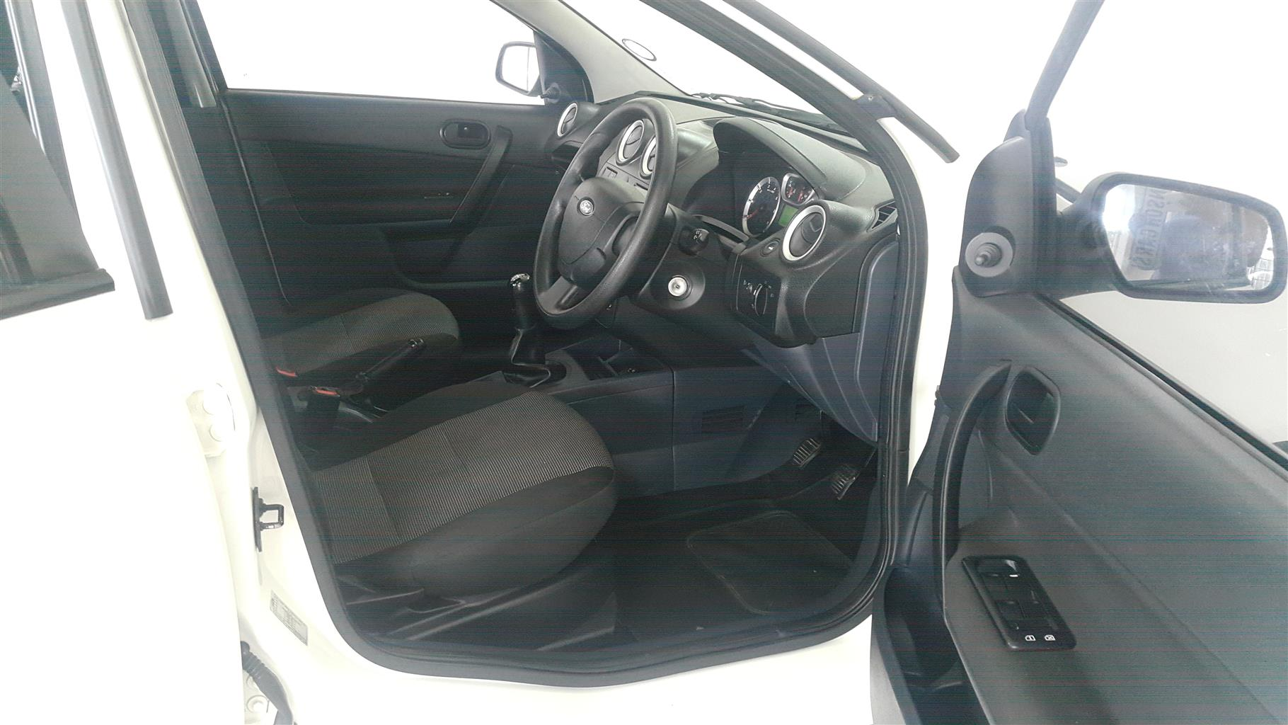 2014 Ford Ikon 1.6 Trend
