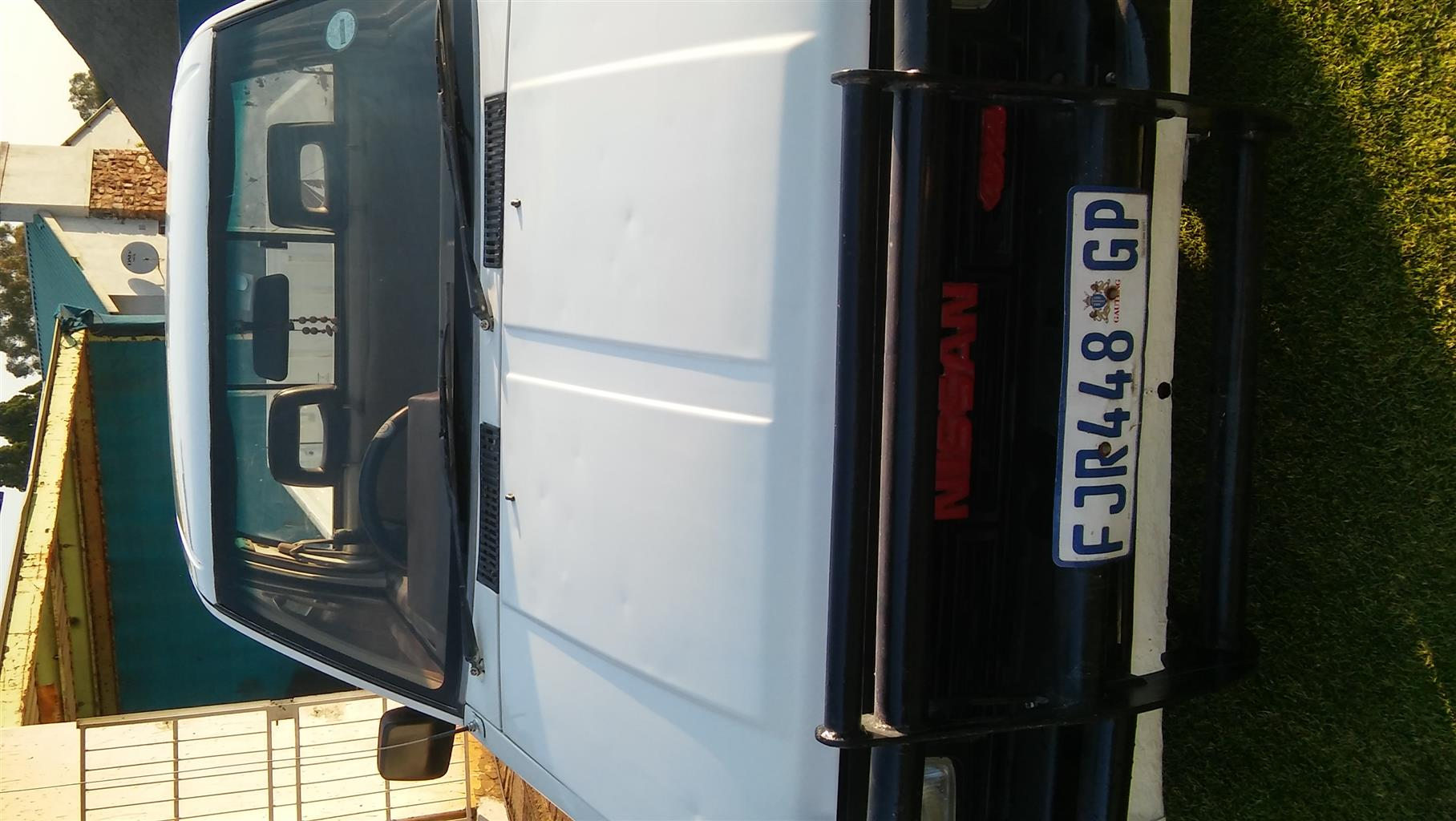 1999 Nissan 1 Tonner
