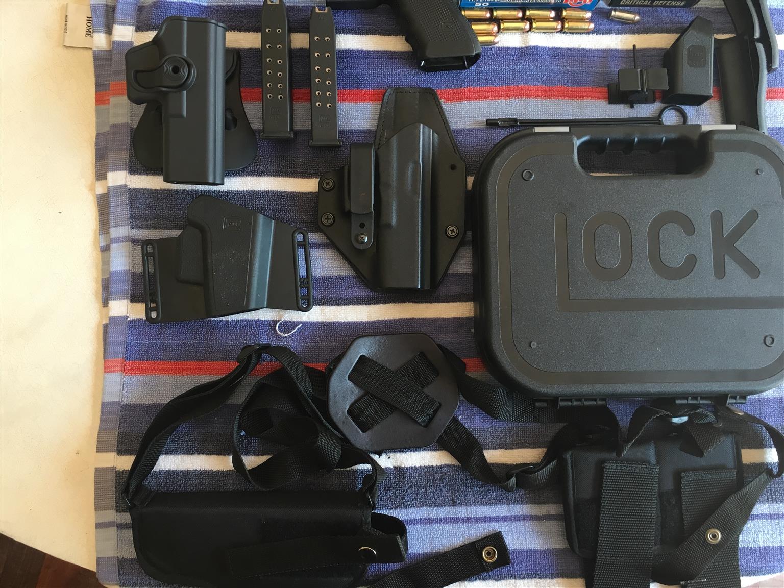Glock 22 Gen 4, .40 Hand gun
