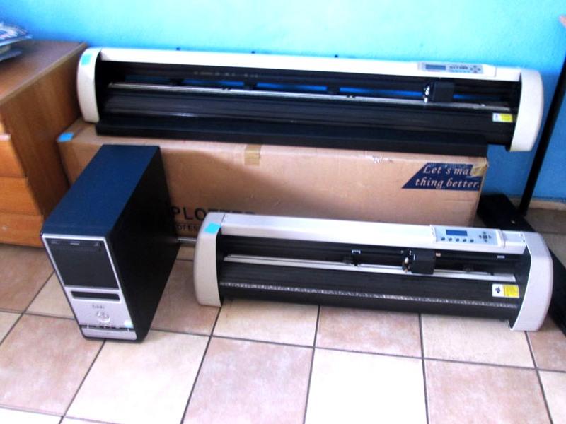 V-1123 V-Series High-Speed USB Vinyl Cutter, 1120mm Working Area, FlexiSIGN Software Vinyl