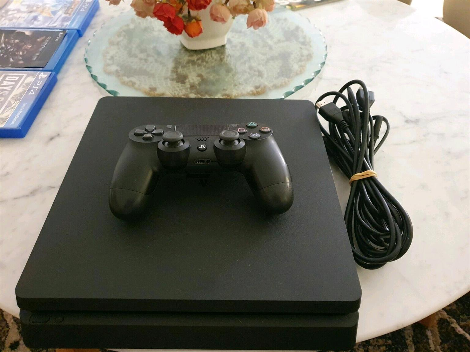 PS4 Slim complete console 1 controler  as good as new