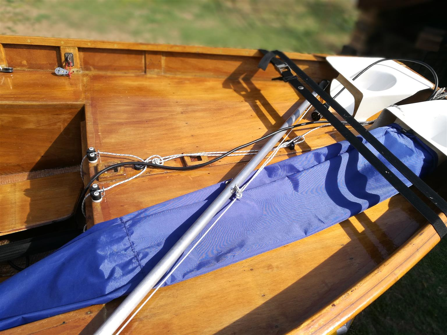 MIrror Sailing Dinghy, with full spinnaker set up, boat dolly, Roadworthy Trailer with Micro Dot