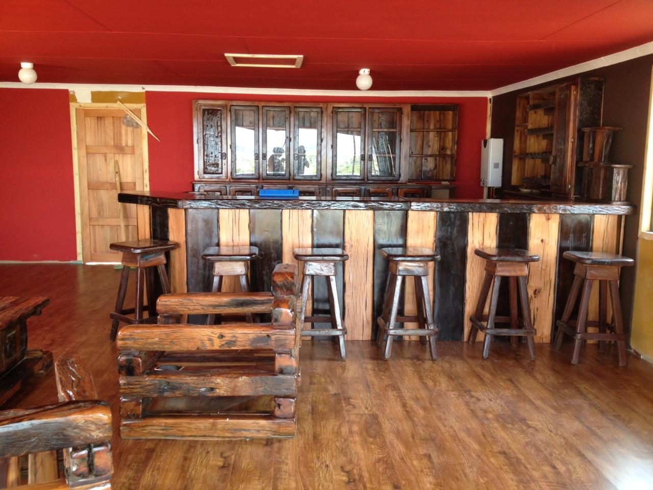 Sleeper Bar with 6 chairs