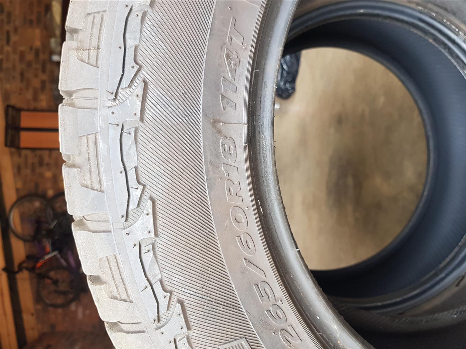 "5 x Hankook A/T 18"" tyres"