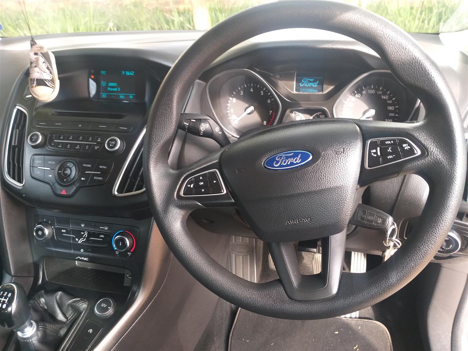2015 Ford Focus sedan 1.0T Ambiente