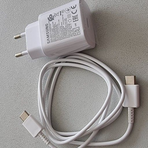 Samsung fast charger including cable works on Samsung, Huawei & LG or any type C phones