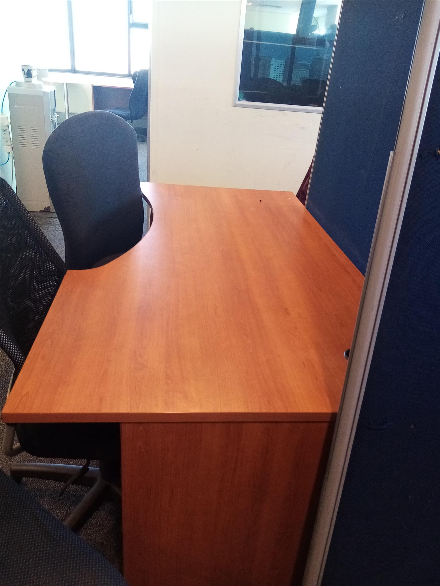 2nd Hand Office Chairs & Tables for sale.